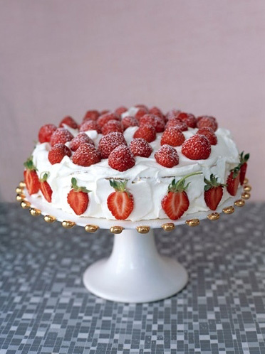 Strawberry Cake - via agentmolly.com